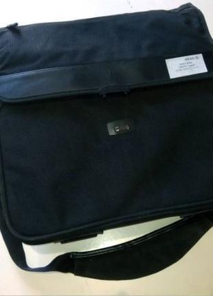 Деловой портфель - сумка для ноутбука и бумаг.