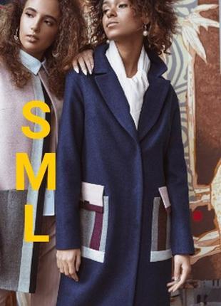 Очень крутое пальто с яркими карманами