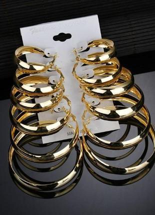 Серьги широкие кольца золотистого цвета разный диаметр ( пара ...