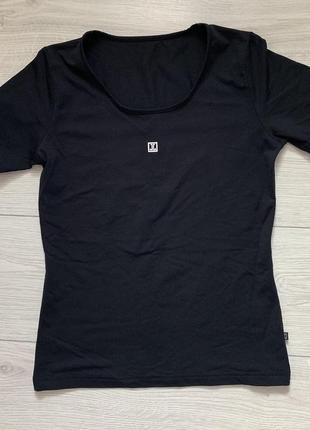Футболка чорна, спортивна футболка.
