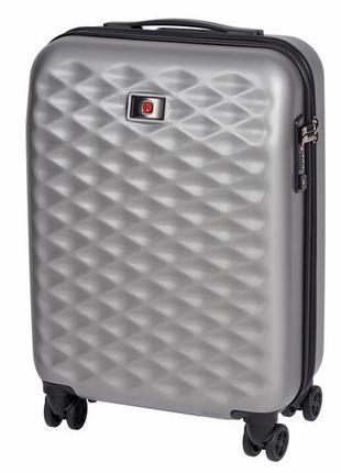 Пластиковый серый дорожный чемодан с замком на колесах