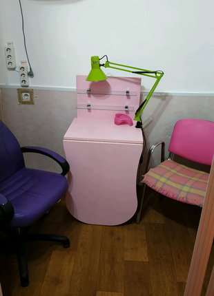 Маникюрный  стол.