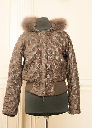 Теплая коричневая куртка с шикарным капюшоном натуральный мех
