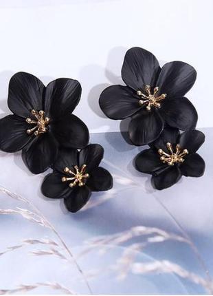 Длинные серьги черные цветы