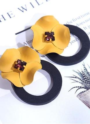 Элегантные серьги цветок
