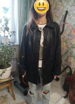 Продам демисезонную женскую кожаную куртку