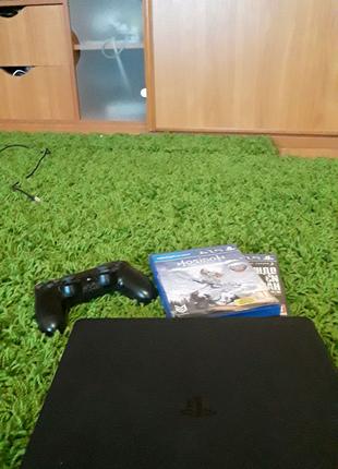 Продаю Playstation 4 Slim