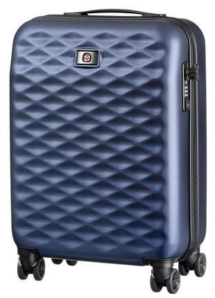 Синий пластиковый чемодан в самолет wegner