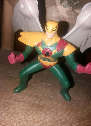 Фигурка супергероя