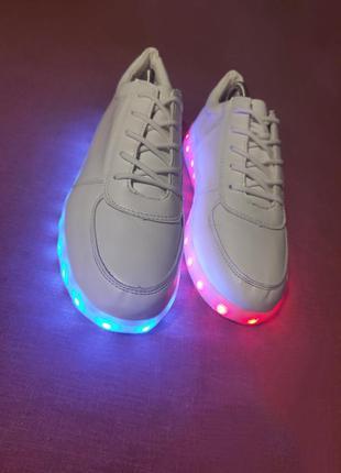 Белые кожаные светящиеся кеды кроссовки led подсветка