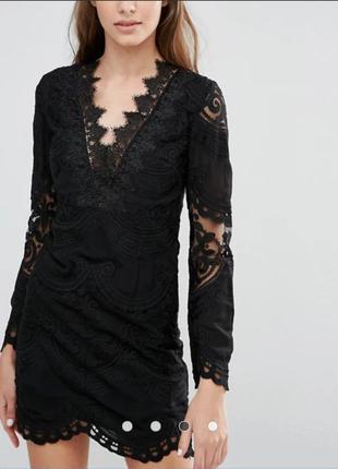 Платье кружевное нарядное с длинными рукавами