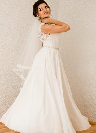 Нежное свадебное платье цвета слоновой кости