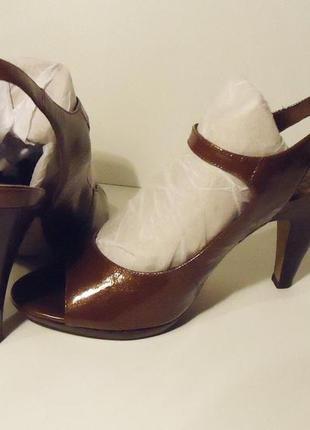 Туфли 40р кожа. лаковые