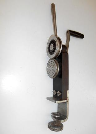 Машинка для выравнивания крышек для консервации