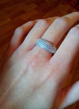 Серебряное кольцо с натуральными цирконами 17 размера.
