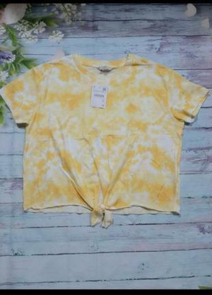 Стильная укороченная футболка с узлом