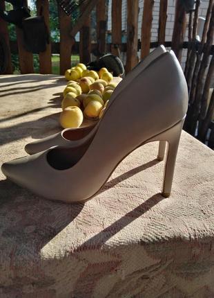 Кожанные бежевые туфли
