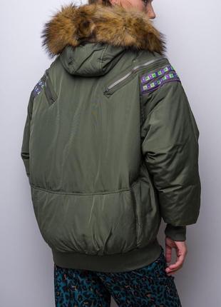 Объемная овэрсайз куртка на молнии с капюшоном и мехом / хаки