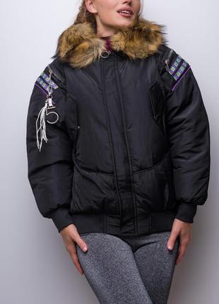 Объемная овэрсайз куртка на молнии с капюшоном и мехом / черный