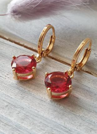 Серьги с красным камнем xuping. позолота 18 к, медицинское золото
