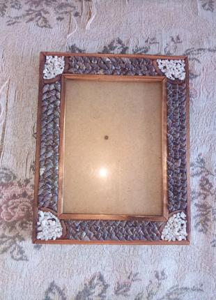 Деревянная рамка с ракушками и кусочками мрамора. Ручная работа