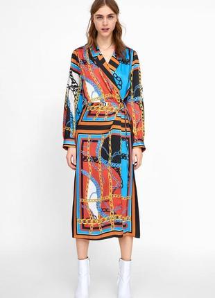 Платье  миди на запах в принт  от zara