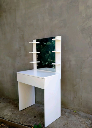 Туалетный столик с зеркалом, макияжный столик, стол визажиста