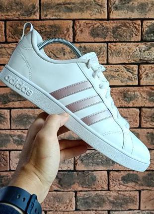 Оригінальні кросівки adidas