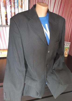 Мужской деловой костюм,две пари брюк!