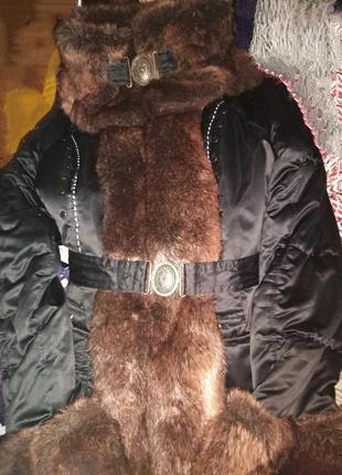 Пальто на синтепоне с меховой отделкой.