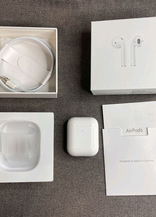 Apple Airpods 2 оригинал в отличном состоянии