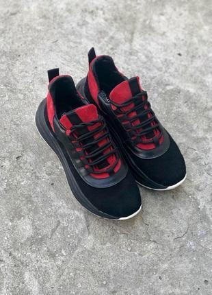 Замшевые кроссовки на массивной подошве, черный с красным, с к...