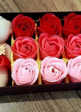 Подарочный набор с розами из мыла и плюшевым медведем, ароматн...