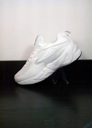 Женские белые кроссовки на платформе в сетку. на толстой подош...
