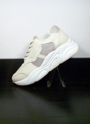 Женские кроссовки на платформе в сетку. на толстой подошве