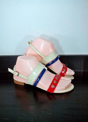Лаковые женские сандалии босоножки