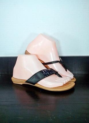 Женские пляжные шлепанцы, вьетнамки на каблуке.
