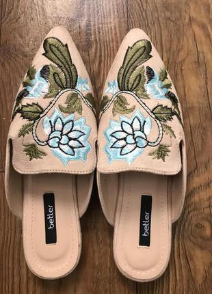 Новые вышитые туфли-шлёпанцы