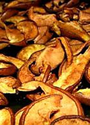 Сушені груші, абрикоси, сливи, кізіл, вишні, яблука. Соки