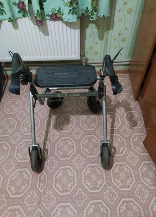 Ходунки на колесах для инвалидов
