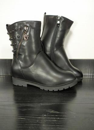 Демисезонные ботинки на каблуке с мехом. эко кожа