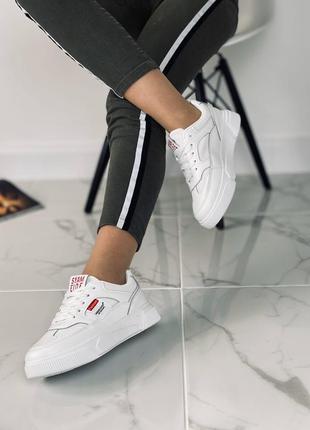 Стильные белые кроссовки/криперы