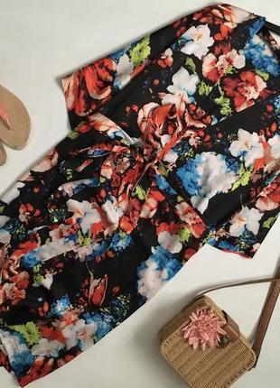 Красивейшее цветочное платье с глубоким декольте и завязками н...