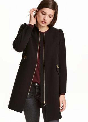 ..легкое пальто из текстурной ткани и золотой фурнитурой, супе...