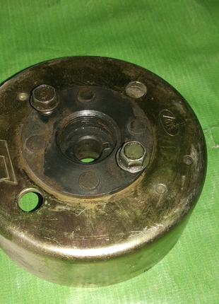 Магнит генератора на скутер цепник китай 2т  1e41qmb