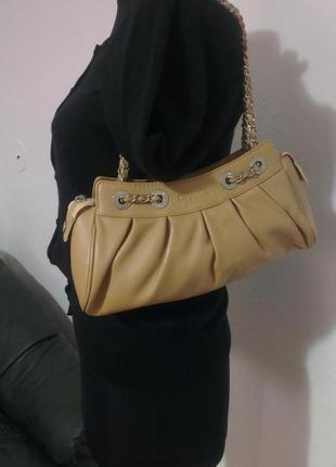 Базового цвета, кожаная сумочка, фирменная