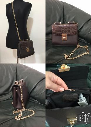 Фирменная, базовая, маленькая сумочка на золотой цепочке, крос...