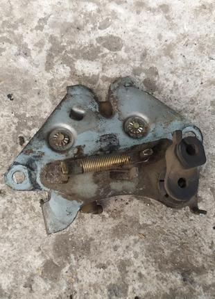 Защолка бардачка Honda Dio 34 35