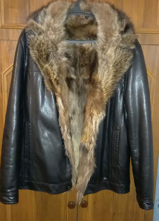 Курточка мужская кожаная куртка с натуральным мехом енота/волка.