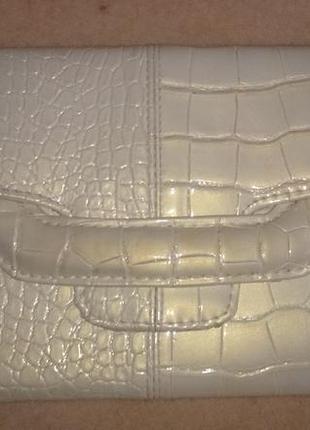 Стильний бежевий клатч лак крокодил